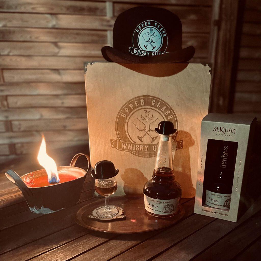 A Haon - unser erster eigener Whisky aus Deutschlands größter Destillerie St. Kilian in Rüdesheim! Das vergessene Fass aus dem Jahr 2017 (Nr. 1289) wurde von einem unserer Gildengründer (Bruder André) aus den Tiefen des Whiskykellers von St. Kilian geborgen. Mit seiner 4 jährigen Lagerzeit ist er ein wahrer Schatz. Die Vollreifung des milden Destillats in einem ex Oloroso Sherry Fass verleiht ihm eine wunderschöne tiefrote Färbung und einen vollmundigen Geschmack. Mit seiner Fassstärke von 53,1% lädt er zu einigen Tropfen Wasser ein, um seinen vollen Körper freizusetzen. Destilled 19.07.2017 - Bottled 14.06.20217 - limitiert auf 44 Flaschen Exklusiv erhältlich im McOnis Handelskontor